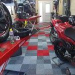 dalles de sol atelier moto