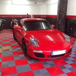 dalles de sol garage porsche rouge