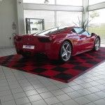 dalles de sol showroom Ferrari