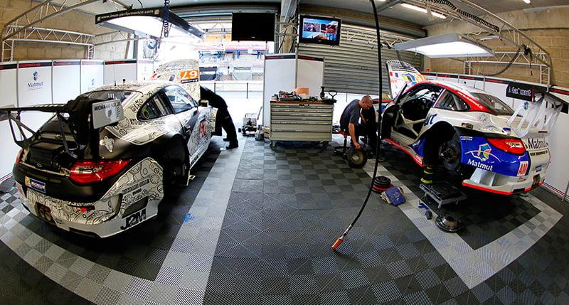 Dalles paddock et sol de stand auto polydal for Garage autosport le portel