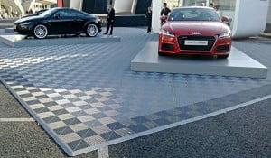 Tapis de dalles de sol exposition Audi