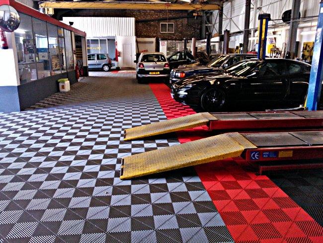 dalles de sol atelier mecanique
