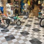 dalles de sol Polydal showroom moto